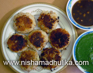 Aloo tikki recipe nishamadhulika aloo tikki is very popular in north west india in agra it is known as aloo bhalla are you often attracted by the smell of fresh desi ghee fried aloo forumfinder Gallery